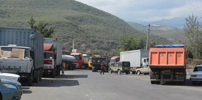Ադրբեջանցիները Գորիս–Կապան ճանապարհին էքսկավատորի շերեփով հարվածել են հայկական բեռնատարին. Sputnik Արմենիա