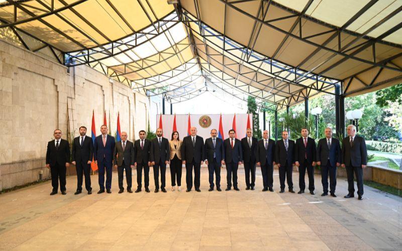 ВИДЕО: Состоялась церемония принесения клятвы членами правительства Армении