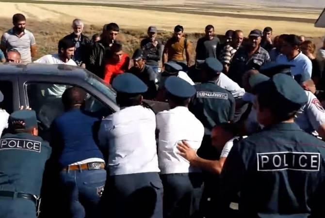 Բնակիչները փակել են Սոթք-Վարդենիս ճանապարհը.  սահմանամերձ բնակավայրերը խոշորացնելը վտանգավոր է