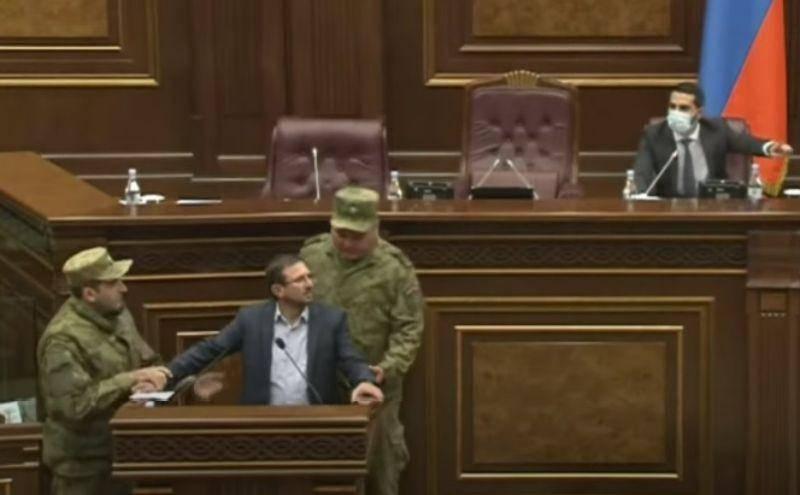 ВИДЕО: Кто предатель? : В парламенте Армении вспыхнула очередная перепалка