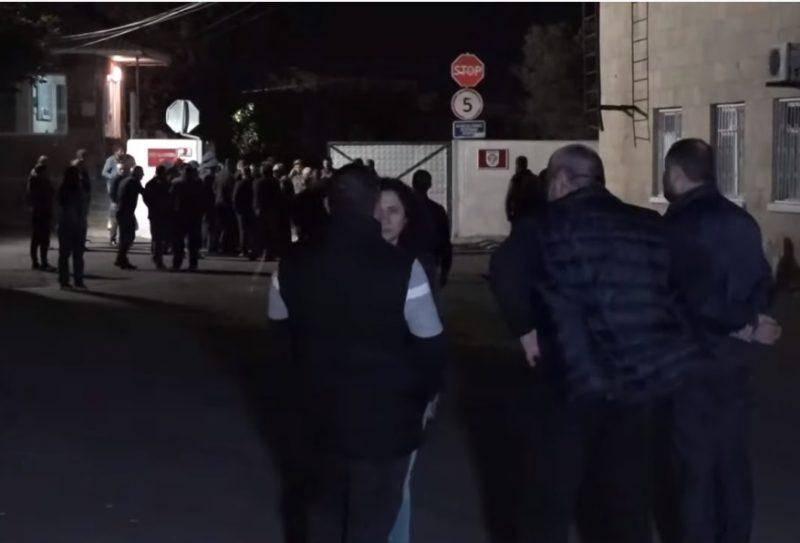 Самолет с армянскими пленными на борту приземлился в Ереване․ Видео