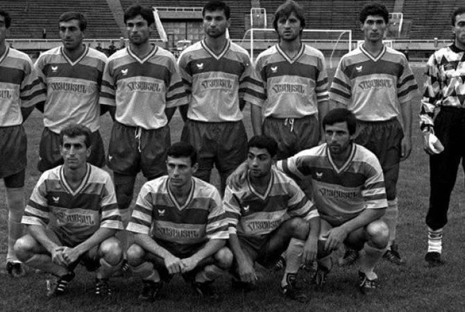 Сборной Армении по футболу 29 лет